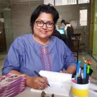लेखिका गीताश्री